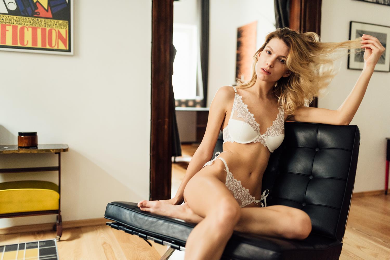 Angela Caprice-11